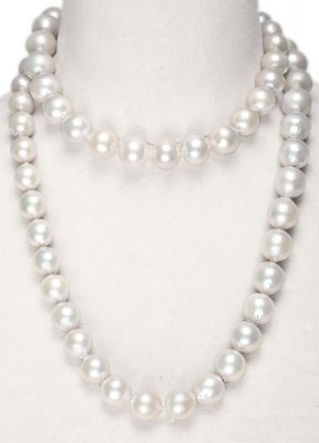 Australian cultured Pearl necklace. Long model, in definition, with 65 pearls between 17 and 12 mm.