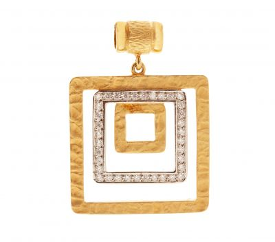 Pendant made in 18 Kt yellow gold. Martelé finished with 36 diamonds set in grain with a total weight of 0.