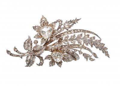 Elizabethan style brooch, made in 18 Kt yellow gold. with views in silver.
