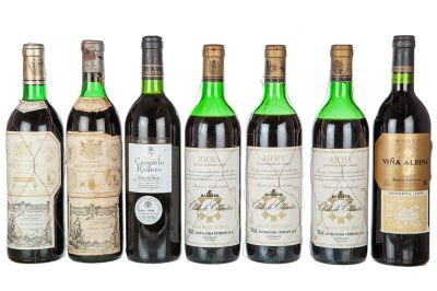 Lot of seven bottles among which there are 2 of Marqués de Riscal, 1947 and 1996, 3 bottles of Club de Clientes de 1964, one of Viña Albina of 1999 and a Carmelo Rodero of 1995.Categories: red wine.