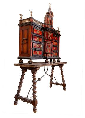 Important Spanish Flemish cabinet from the end of the 17th century.Wood, tortoiseshell and bronze.